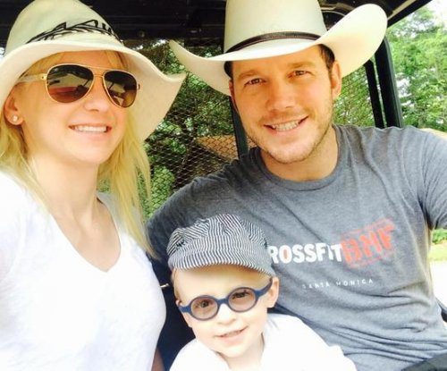 Anna Faris shares cute photo with Chris Pratt, son Jack