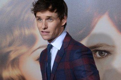 'Danish Girl' director Tom Hooper commends Eddie Redmayne's skill