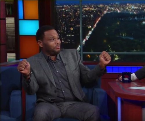 Anthony Anderson is convinced Stevie Wonder can see on 'Late Show'