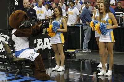 No. 4 UCLA Bruins tops Stanford Cardinal for 16th win