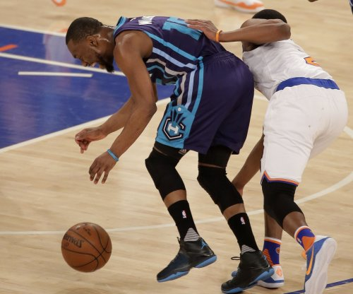 Kemba Walker, Charlotte Hornets walk over Toronto Raptors 113-78