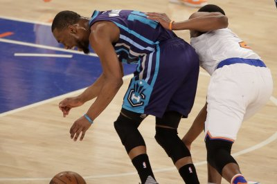 Kemba Walker, Charlotte Hornets walk over Toronto Raptors 113-78