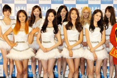 Girls' Generation singer Yuri injures her leg