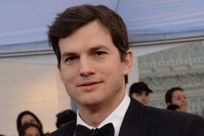 Ashton Kutcher, Mila Kunis laugh off tabloid report in new video