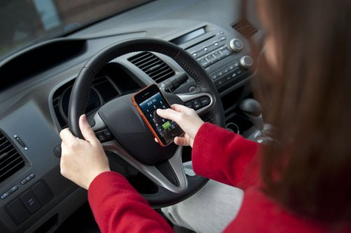 Florida governor signs ban on texting while driving