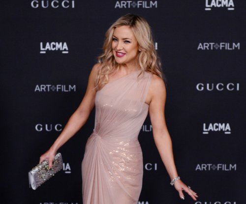 Kate Hudson spotted kissing Derek Hough after ending engagement