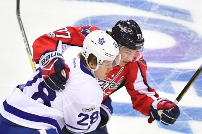 Tom Wilson, T.J. Oshie help Washington Capitals even series with Toronto Maple Leafs