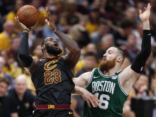 Fans start fundraiser for $1M LeBron James statue