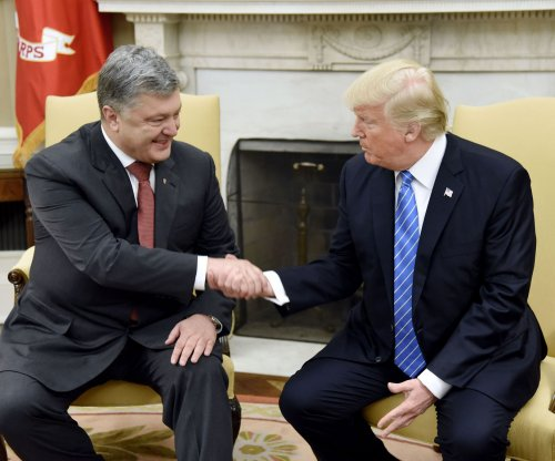 Trump hosts Ukrainian president, extends sanctions on Russia