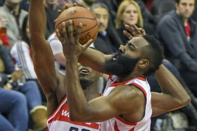 Trying to hold 4th place, Spurs host red-hot Rockets