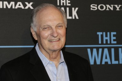 'M*A*S*H' star Alan Alda says he has Parkinson's disease