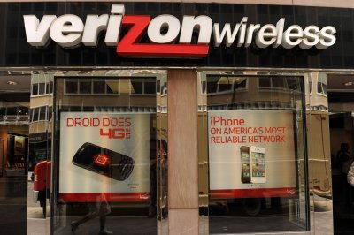 Verizon takes $4.6B charge, offers buyouts to 10,000 workers
