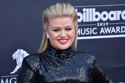 Kelly Clarkson to interview first lady Jill Biden
