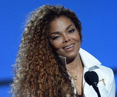 Janet Jackson halts tour prep to be with dad Joe Jackson