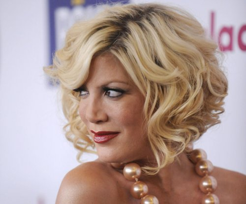 Tori Spelling reveals she slept with '90210' co-star Jason Priestley