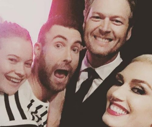 Gwen Stefani, Blake Shelton snap photo with Adam Levine, Behati Prinsloo