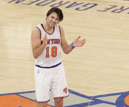 New York Knicks re-sign G Sasha Vujacic