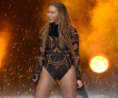 Rihanna to open Sunday's MTV Video Music Awards; Beyonce to perform?