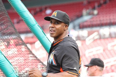 Miami Marlins fire Barry Bonds as hitting coach