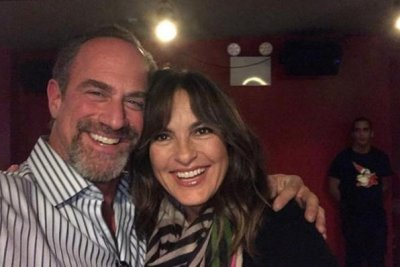 Mariska Hargitay, Christopher Meloni reunite ahead of holidays