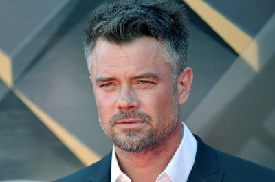Josh Duhamel, Eiza Gonzalez spotted kissing in Mexico