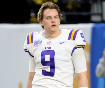 LSU quarterback Joe Burrow wins Maxwell, Davey O'Brien awards