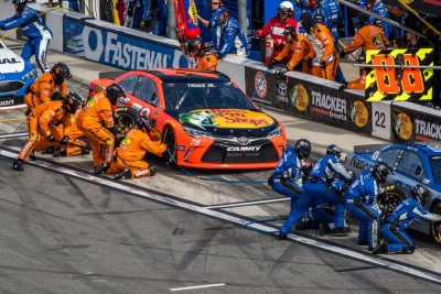 NASCAR: Some pit crews nailed by new lug nut rule