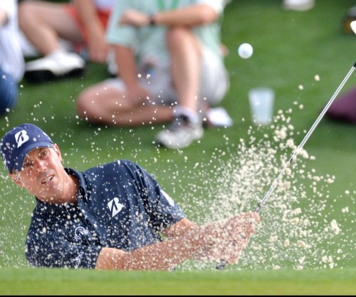 Matt Kuchar opens one-shot lead in Phoenix