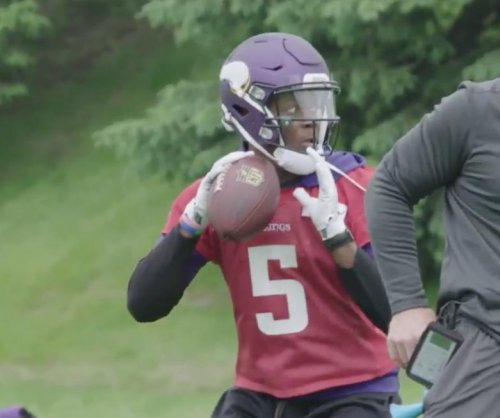 Minnesota Vikings give Teddy Bridgewater snaps in OTAs
