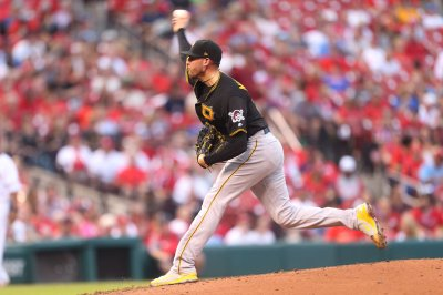 Pirates hope to maintain syncing feeling vs. Reds