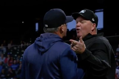 Umpire ejects Astros manager, hitting coach on consecutive pitches