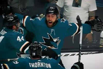 Sharks score four goals on same power play, defeat Golden Knights