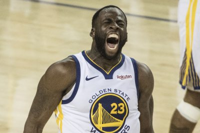Warriors' Draymond Green ejected for tripping vs. Lakers