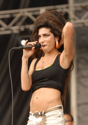 2 arrested in Winehouse video case