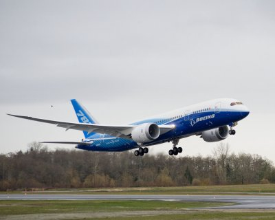 Boeing calls Dreamliner schedule intact