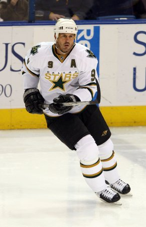 Modano said heading to Wings