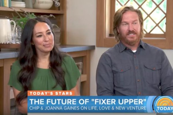 39 fixer upper 39 stars chip and joanna gaines laugh off divorce rumors. Black Bedroom Furniture Sets. Home Design Ideas