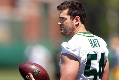 Green Bay Packers sign LS Hart, CB Brown, activate LB Biegel