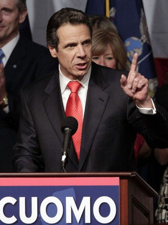 New York approves $9 minimum wage