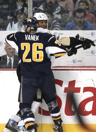Sabres' injured Vanek steps up practice