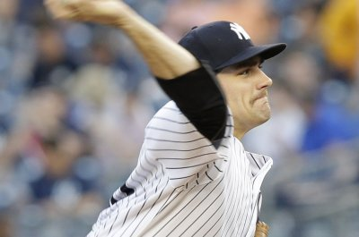 New York Yankees take care of distracted Los Angeles Angels