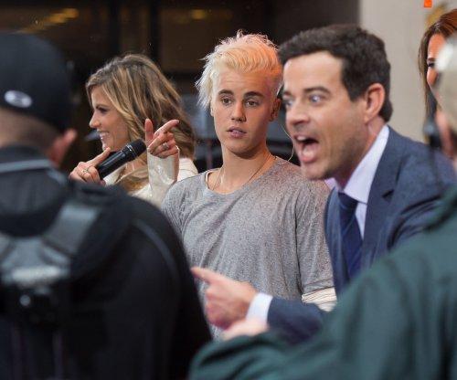 Justin Bieber redyes hair platinum blond