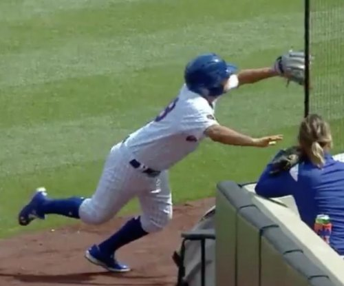 Mets ballboy makes incredible diving catch in foul territory