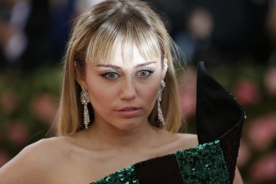 Miley Cyrus tells Hailey Baldwin why she 'fell off' going to church