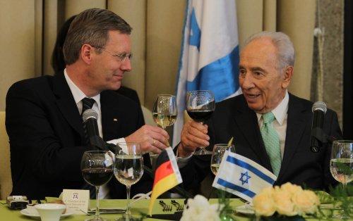 Israeli president's wife dies at 87