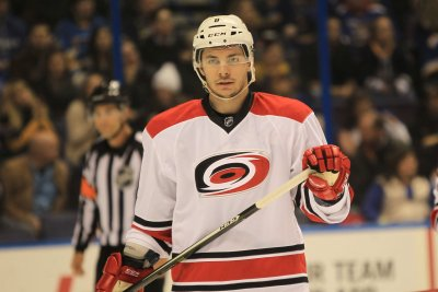 Jeff Skinner's power-play goal guides Carolina Hurricanes by St. Louis Blues