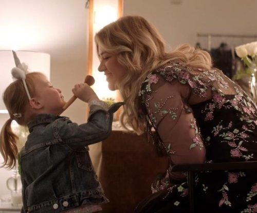 Kelly Clarkson features daughter in 'Broken & Beautiful' music video