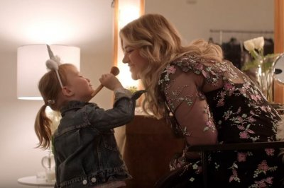 Kelly Clarkson features daughter in 'Broken & Beautiful' music video