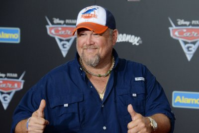 Larry the Cable Guy on politics: 'Everyone's sick of that stuff'