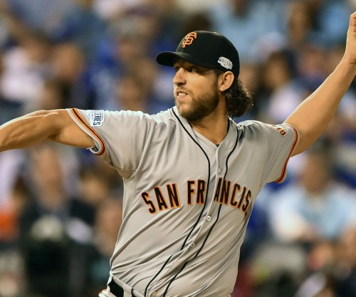 Bumgarner, Giants open title defense with win over D-backs